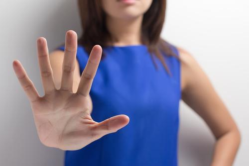 आत्मरक्षा कार्यक्रम से महिलाएं किस प्रकार बलात्कार से अपना बचाव कर सकती हैं ।