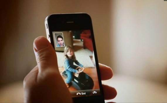 طلاق شدہ سرپرست ویڈیو کے ذریعے اپنے بچوں کے رابطے میں
